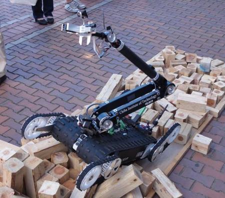 科技力量 PK 自然灾害 地震无情,机器人有情!