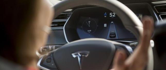 特斯拉自动驾驶上线 美国用户首尝鲜