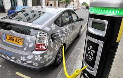 新能源汽车国内低调走俏 充电桩供不应求