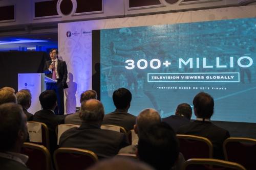 海信在巴黎发布世界首台4K短焦激光电视