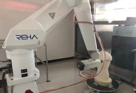 假肢制造机器人可远程服务残障人士