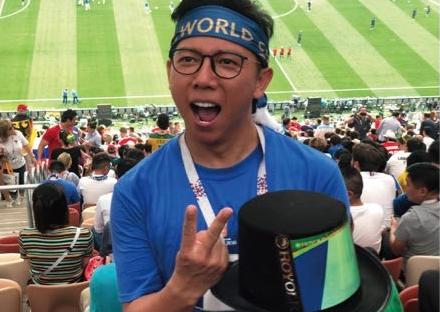 全球首款高清柔性屏时装惊现世界杯决赛现场