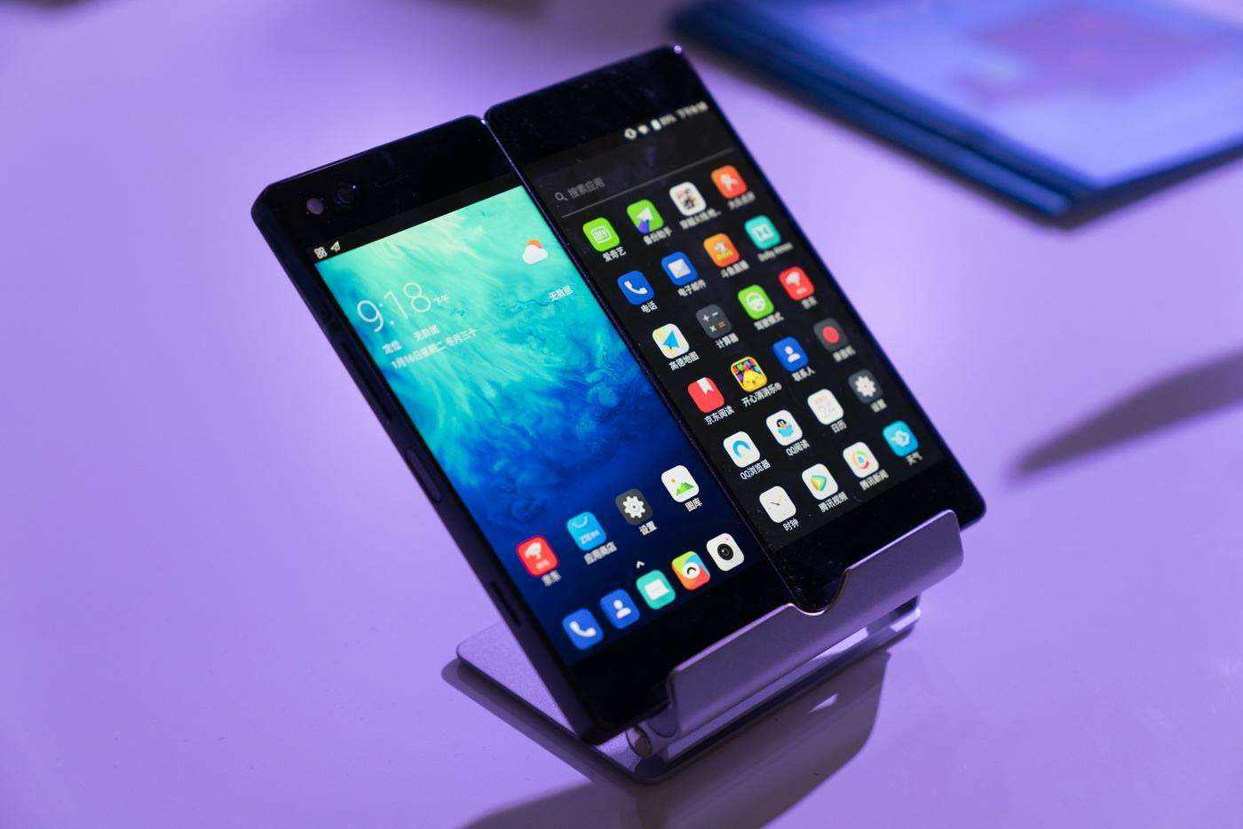 柔宇科技携可折叠柔性屏手机柔派亮相CES