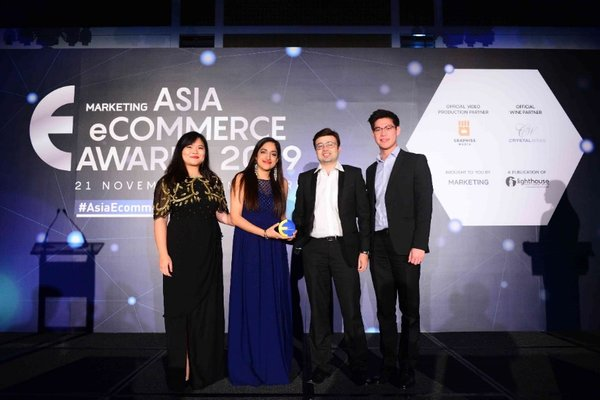 卢亚在获最佳电子商务客户服务金奖