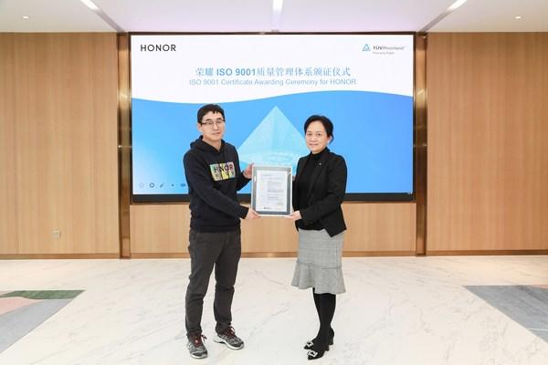 TUV莱茵为荣耀颁发ISO 9001质量管理体系认证证书